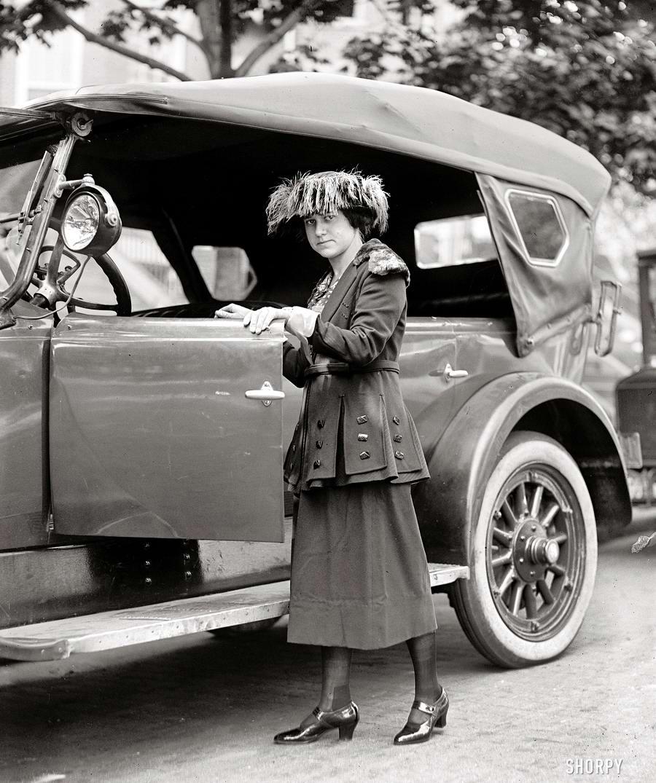 Автомобили и девушки начала 20-го века на снимках американских фотографов (25)
