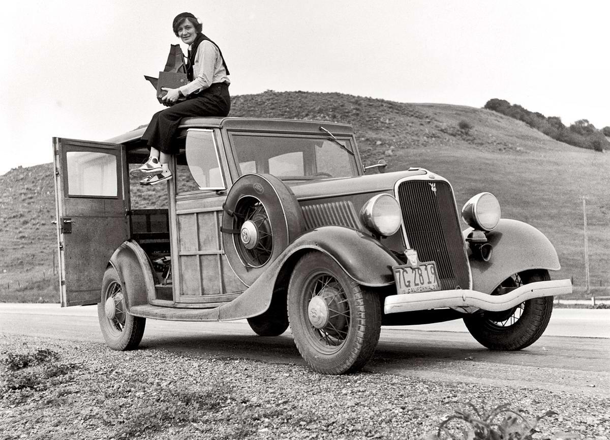 Автомобили и девушки начала 20-го века на снимках американских фотографов (36)