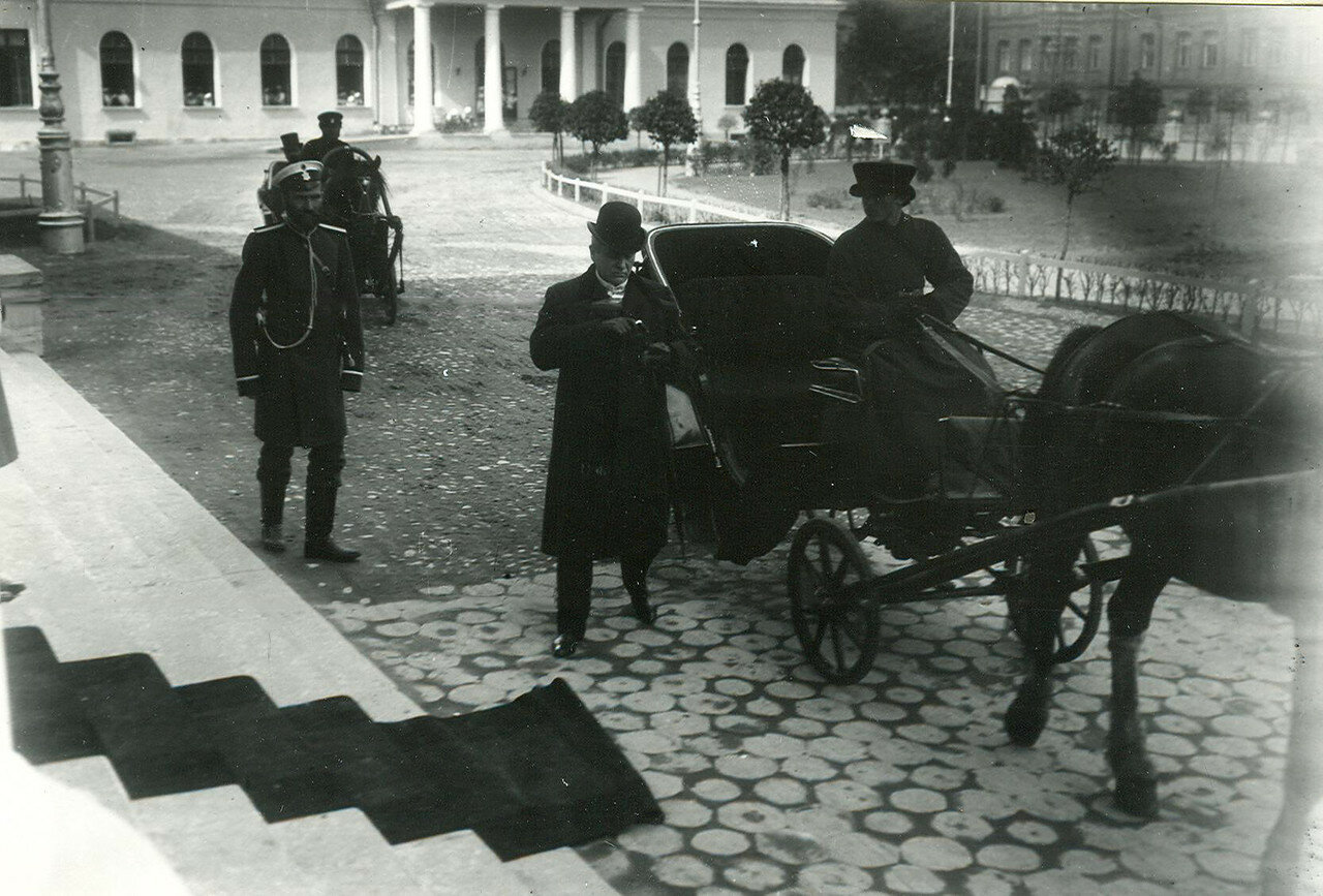 Приезд депутатов Первой Государственной думы на первое заседание в Таврический дворец