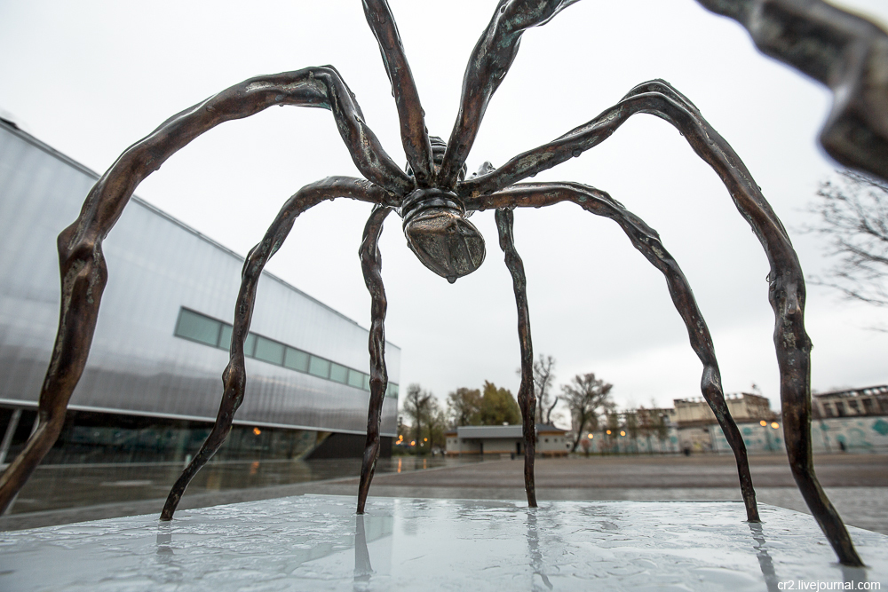 Maman – a bronze spider at Gorky Park