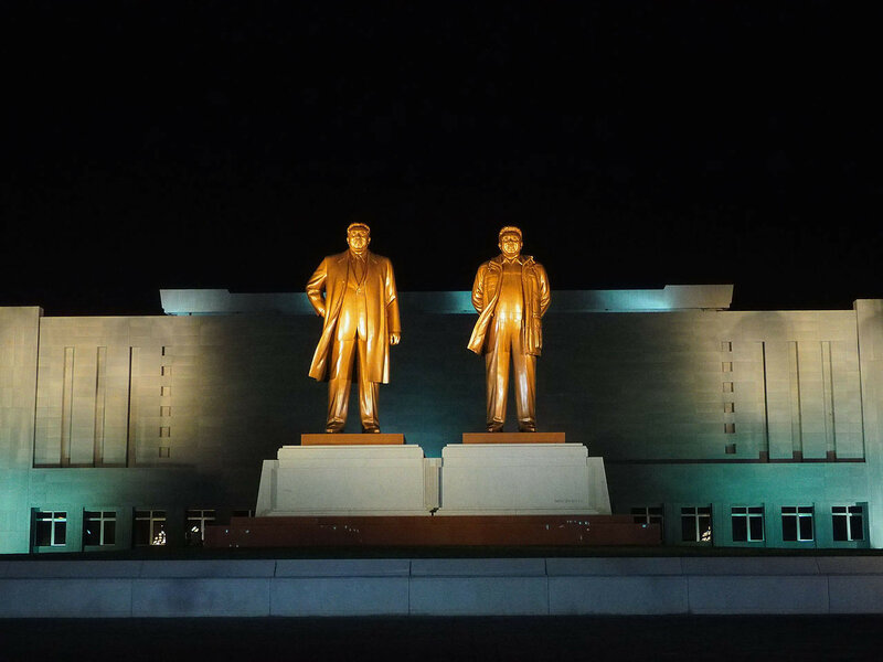 Evening_in_Wonsan_DPRK_(14650111619).jpg