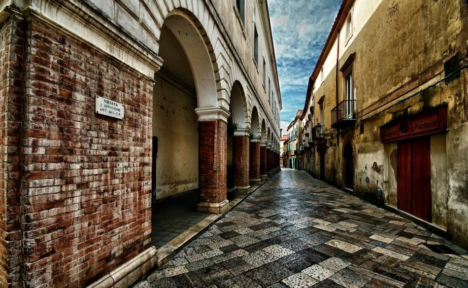 Улицы Сант-Агата-де-Готи узкие. Вних течет неспешная жизнь маленького провинциального города.