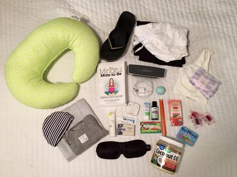 MP3-плеер, книга, кокосовое илавандовое масла, гель с экстрактом арники, кое-что из еды на пере