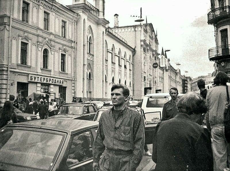24500 «Бутербродная» На Никольской 1993 Александр Драло.jpg