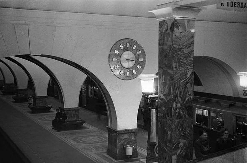39620 Ст. м. Сокол. Часы над перроном М.Гринберг 1940.jpg