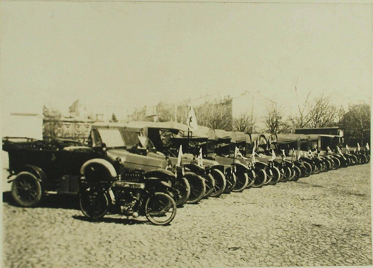 Машины 2-ой автомобильной колонны имени Ее императорского высочества великой княгини Ольги Александровны. Киев. 1914