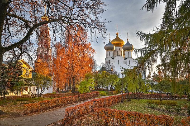 Осень в монастыре