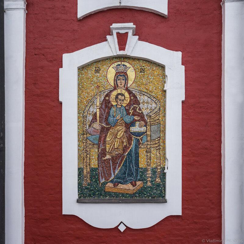 Пресвятая Богородица с младенцем Иисусом. Мозаичная икона.