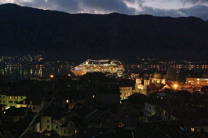 старый город Котора вечером