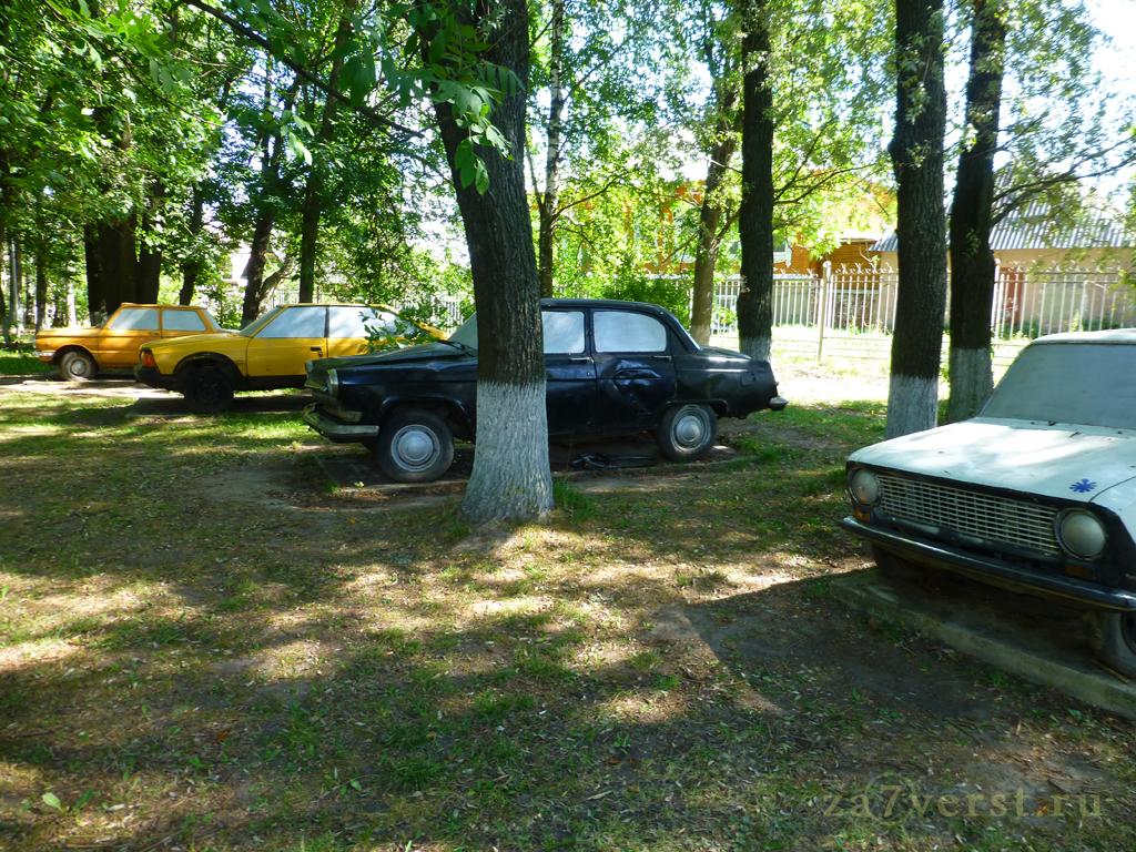 выставка ретро-автомобилей советской эпохи в парке отдыха в Тутаеве