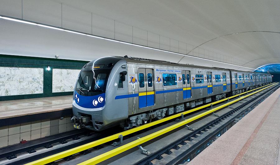Алматинский метрополитен открылся 1 декабря 2011 года.  Его строительство началось еще при Советском Союзе в 1988...