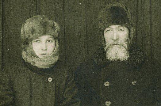 А.Д.Самарин с дочерью Лизой в якутской ссылке, 1926 год.