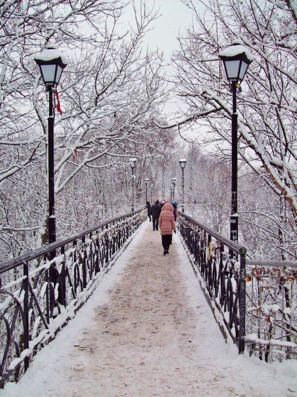 Мостик Влюбленных зимой