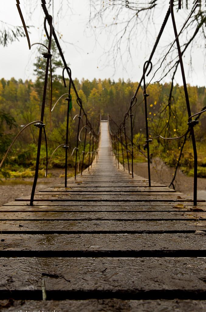 Фото 4. Большой подвесной мост через Сергу. Природный парк Оленьи ручьи в окрестностях города Нижние Серги