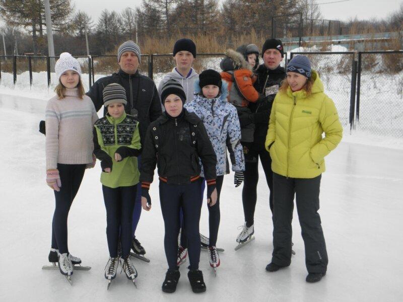 Емельянов С., Уполовнев С., Потурнак М. и молодые конькобежцы