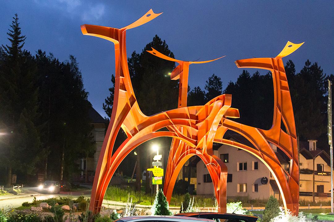 Скульптура у отеля Златибор