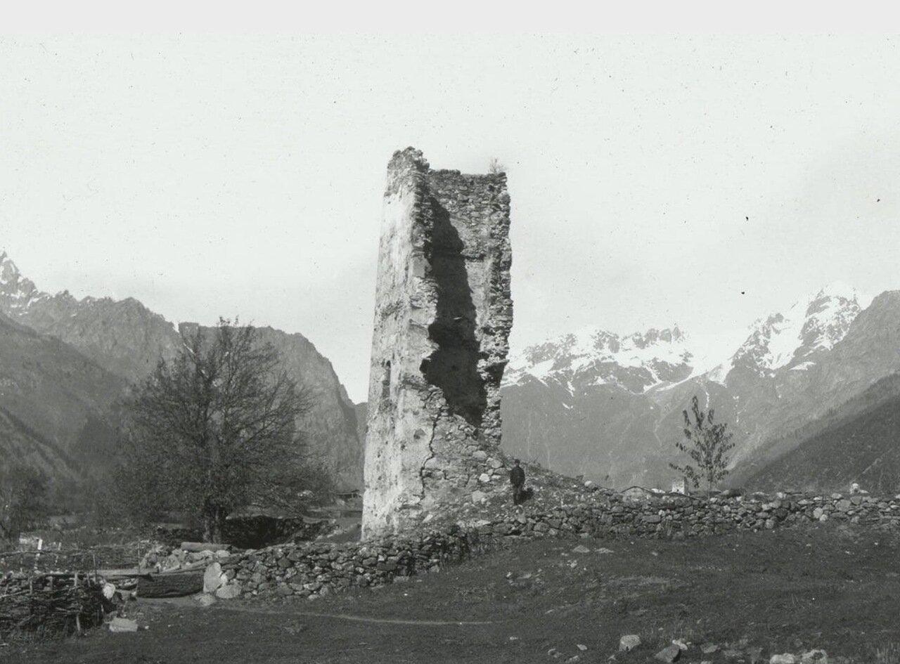 Мазаире. Руины средневековой башни