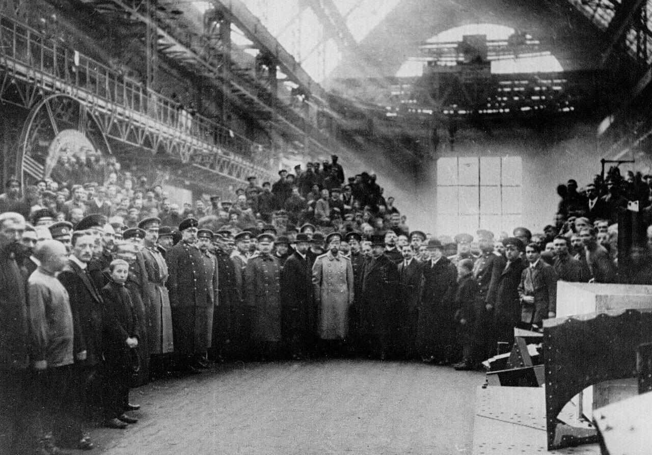 11. Николай II в башенной мастерской завода