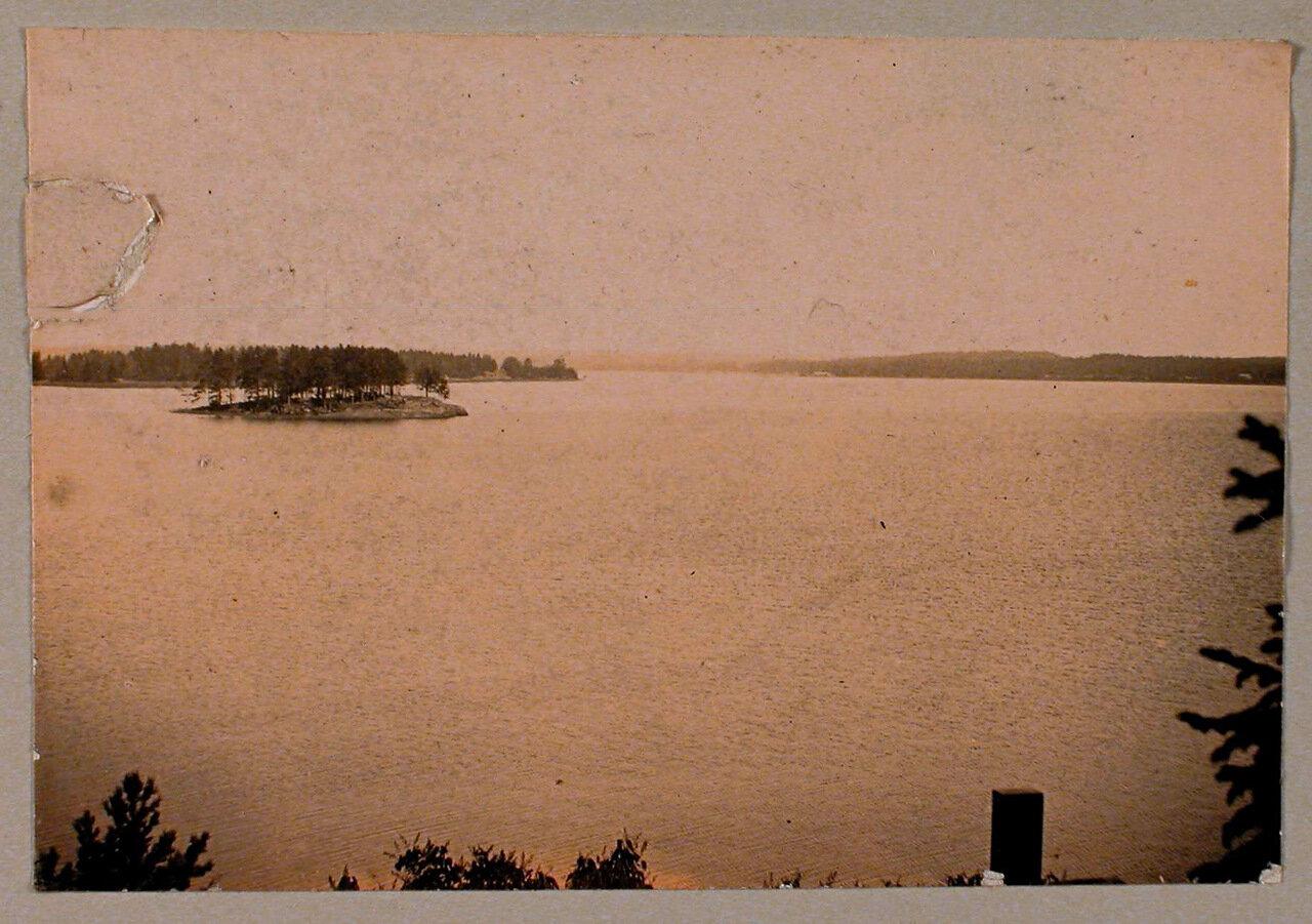 24. Вид на Остров любви со стороны острова Людвигштайн