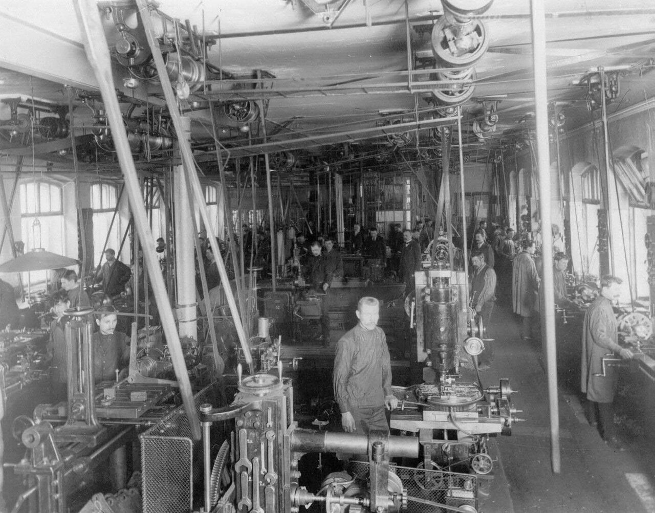 07. Часть цеха завода в рабочее время