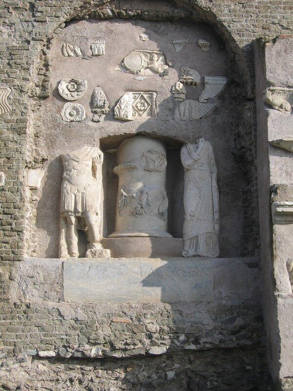 Рельефы у гробницы Цецилии Метеллы