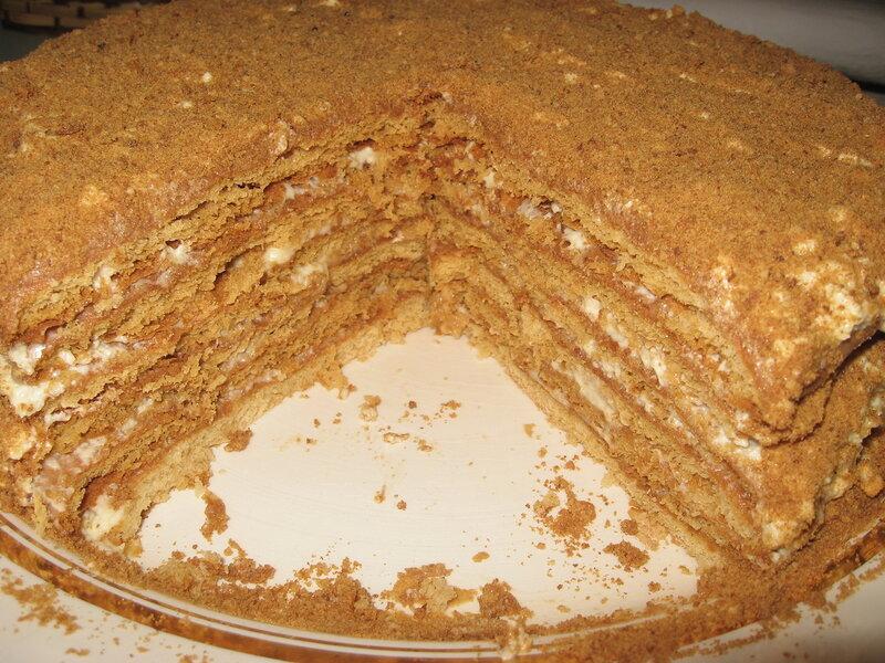 Он такой знакомый, самый вкусный, торт Медовик