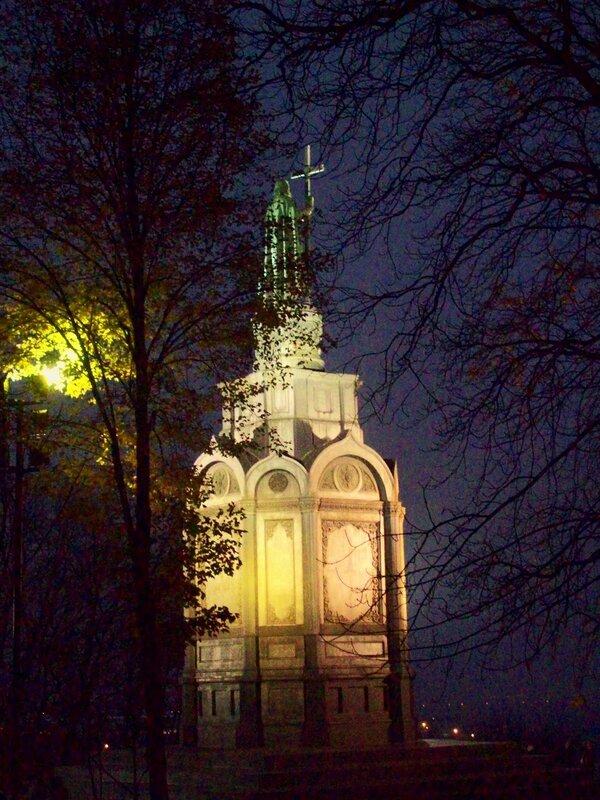 Памятник Владимиру ночью