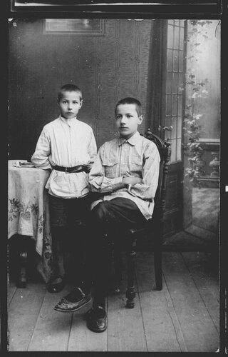 1925г флоренские кирилл и вася перед поездкой с отцом на к