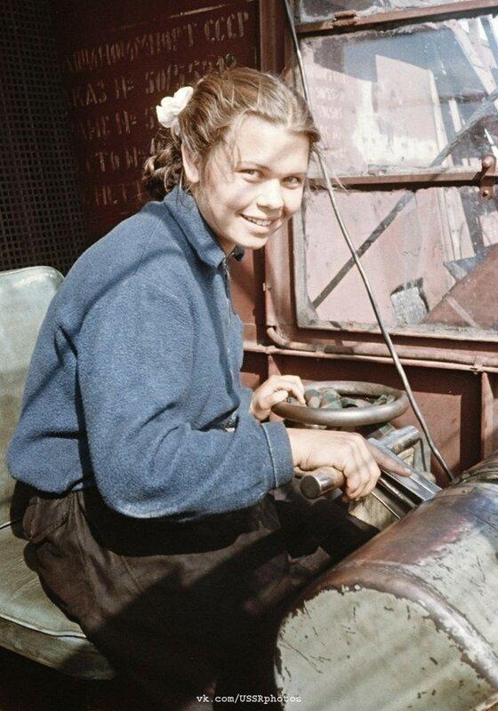 Юная крановщица, Казань, 1950-е.jpg