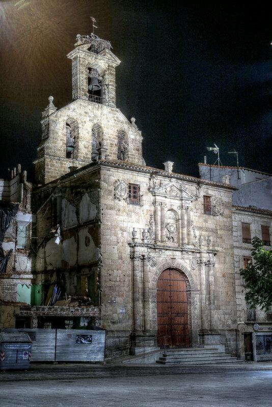 Ночная Саламанка. Церковь Святого Мартина (Iglesia de San Martín). HDR