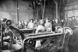 Автоматы на фабрике.