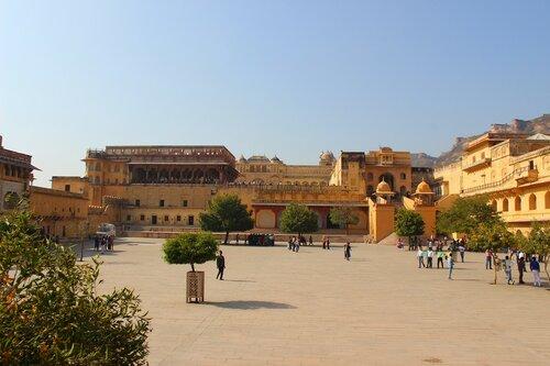Вид на дворцы Амера