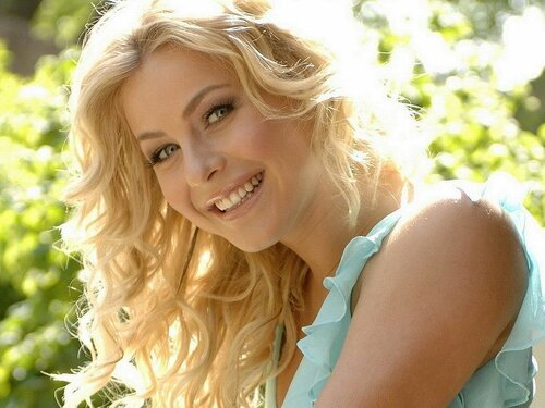 blondes-women-julianne-hough-smiles-expressionism-faces-768x1024.jpg