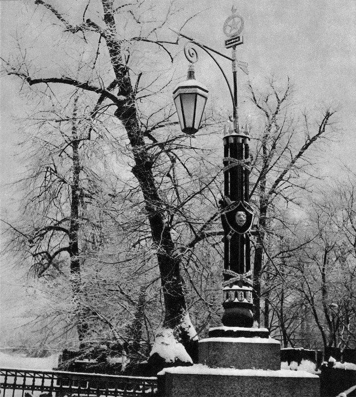 Фонарь перильной решетки Второго Садового моста / Lamp-post of the railings of Second Garden Bridge