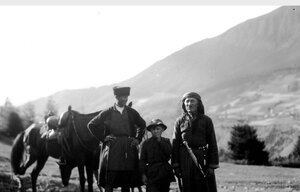 Мужчины с ребенком на Угурском перевале