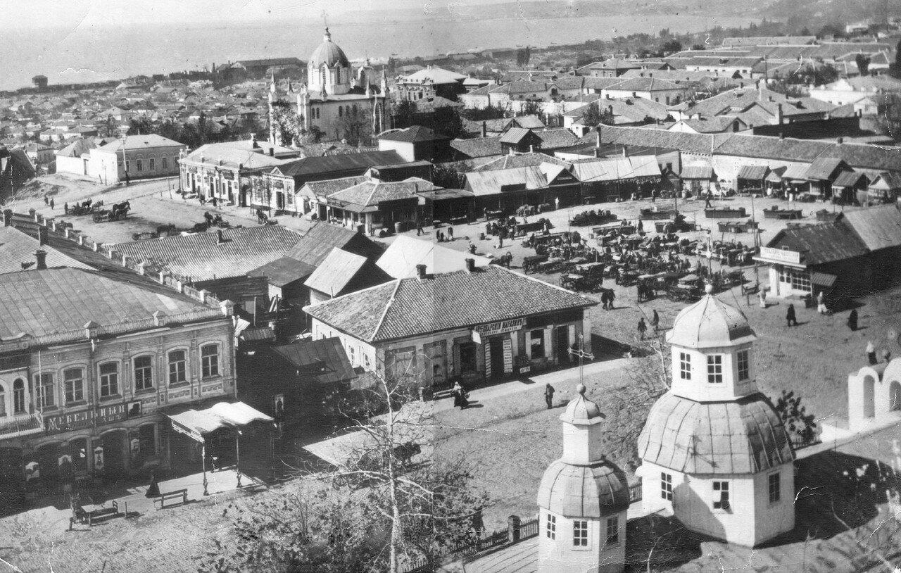 Вид на гостиницу Петербург, базар и Слободку