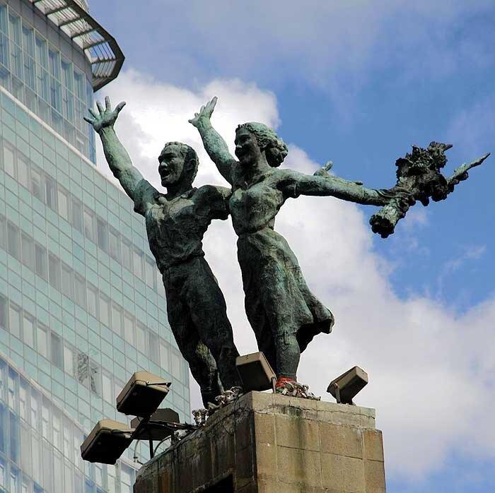 """Памятник """"Добро пожаловать!"""""""