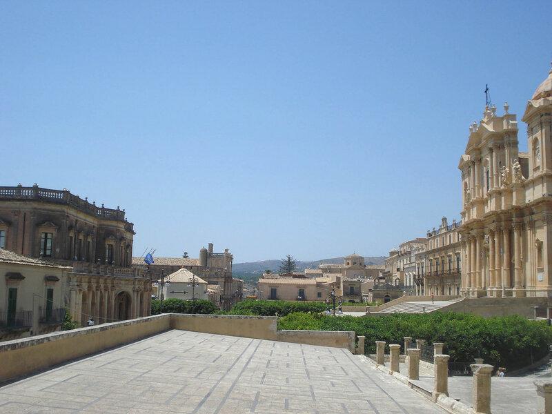 005-собор и палаццо Дучецио от С.Сальваторе.jpg