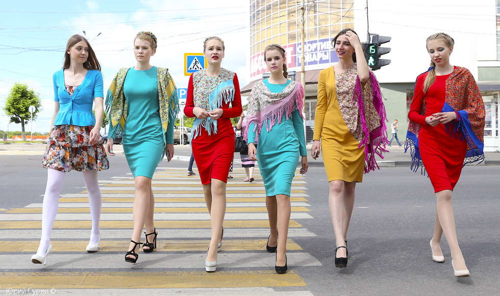 Модельер, модели, показ одежды, дизайнер костюма