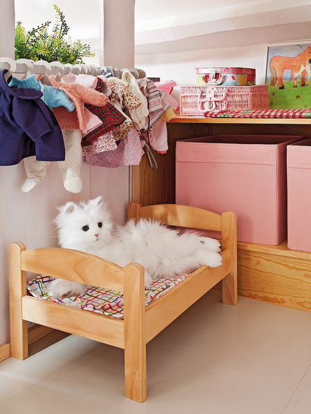 little-house-in-attic-kidsroom4.jpg