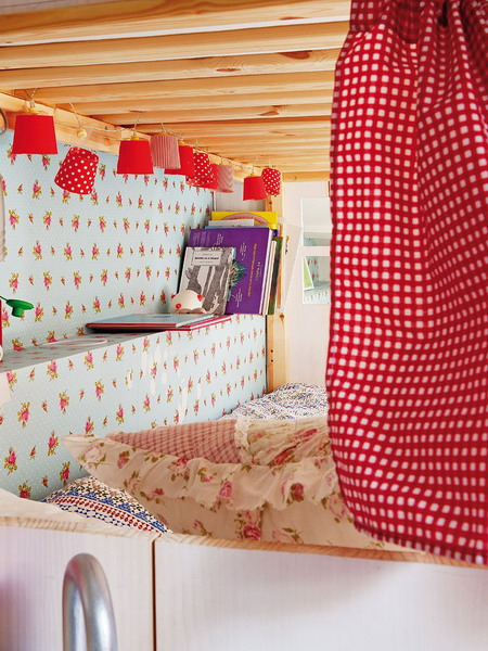 little-house-in-attic-kidsroom10.jpg