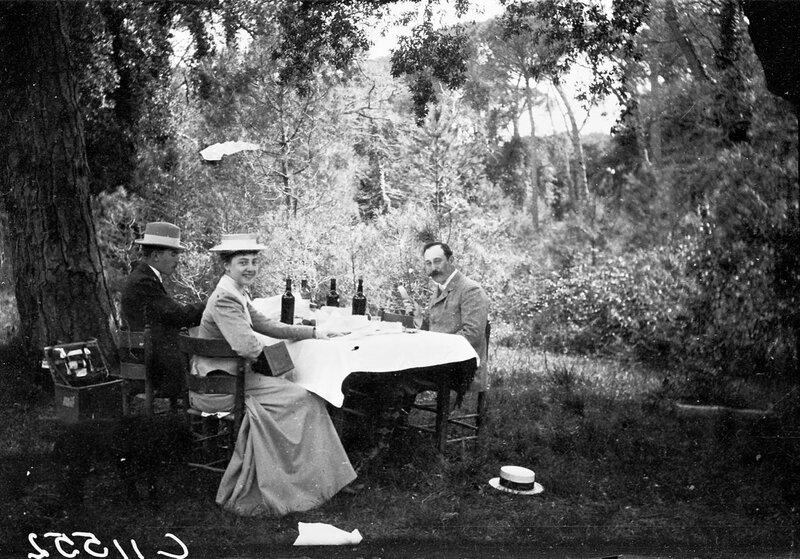 Ужин в саду, 1900