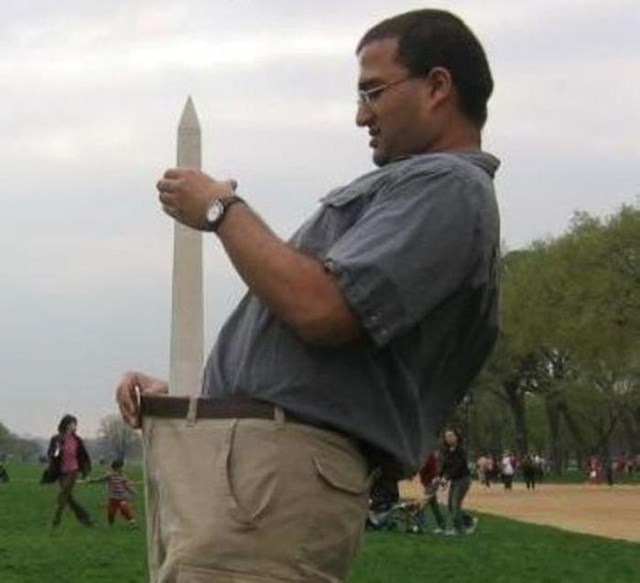 Зачем люди фотографируются с памятниками? Смешные фотографии