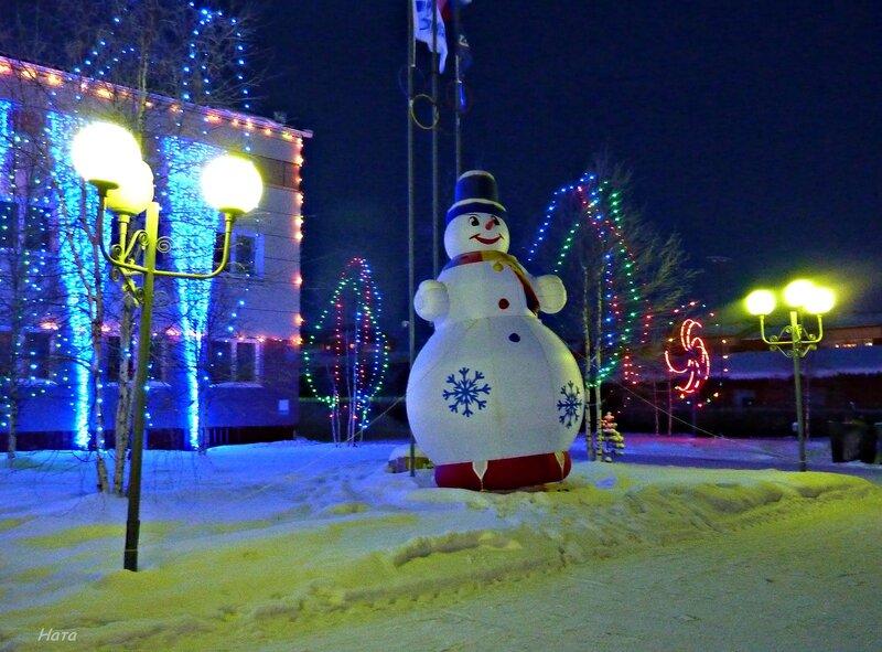 Снеговик и фонари