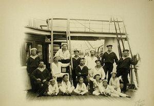 Группа матросов и кантонистов на палубе яхты Полярная звезда