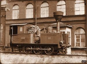 Вид паровоза на одной из станций.