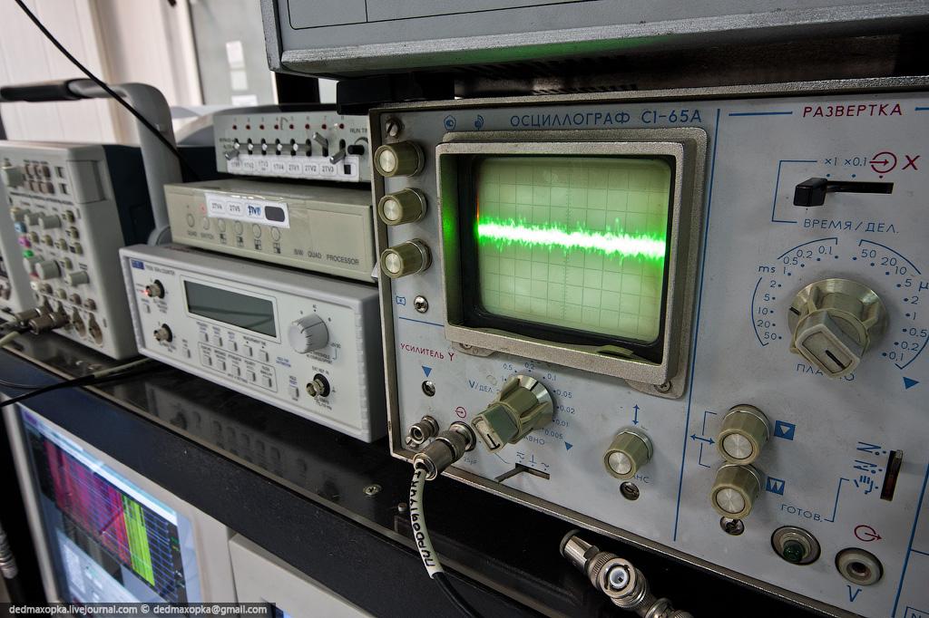 Старый лучевой осциллограф в