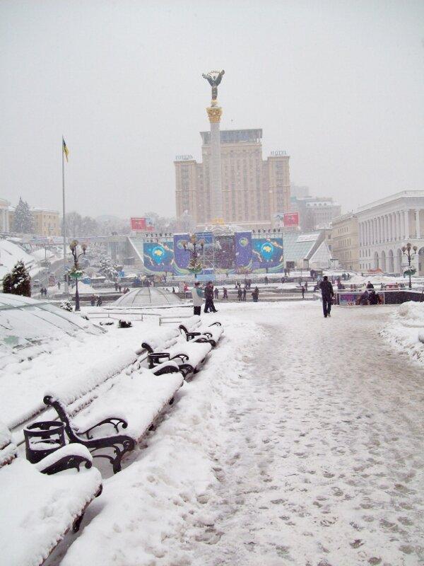 Пешеходная зона Майдана Незалежности под снегом