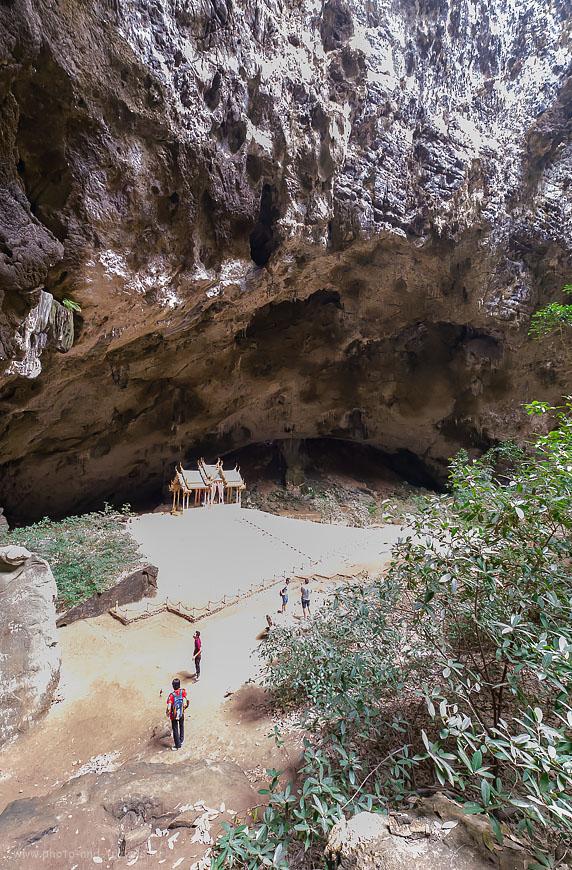 Фотография 17. Пещера Phraya Nakhon настолько глубока, что в нее поместился бы 25-тиэтажный жилой дом. Поездка в национальный парк Khao Sam Roi Yot (5000, 14, 8.0, 1/50 сек.). Отчеты о путешествиях по Таиланду самостоятельно.