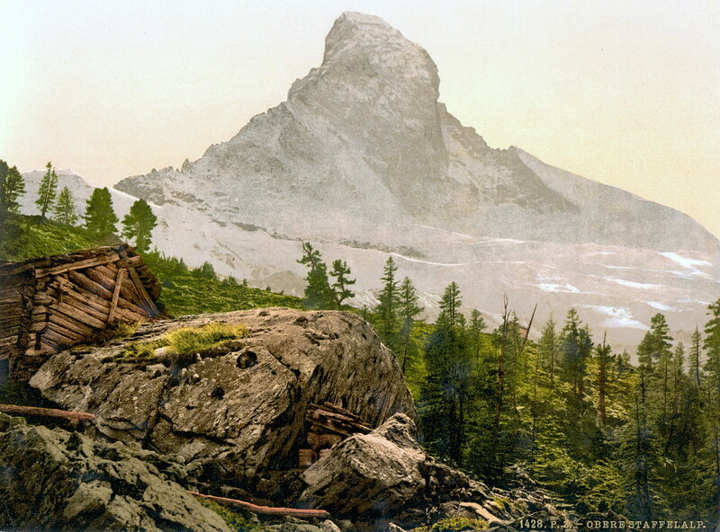 33. Деревня Церматт и гора Маттергорн после восхода